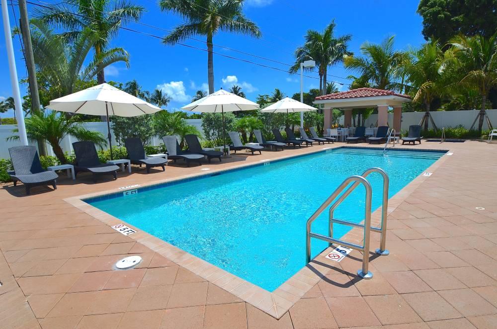 hyrsemesterhus-florida-santa-barbara-villas-pool